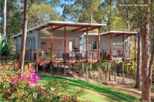 Construction maison en bois sur terrain en pente - Abri de jardin sur terrain en pente angers ...