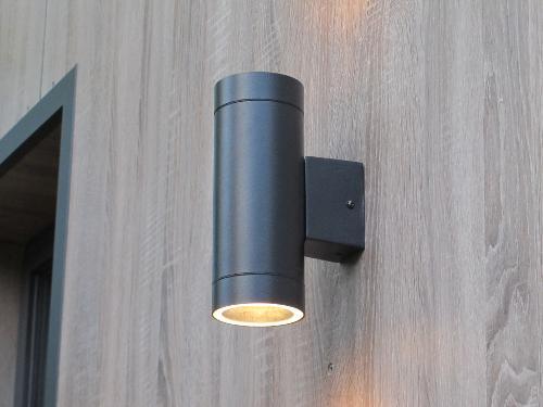 Construction abri de jardin en bois pour cr er bureau for Spot de noel pour facade