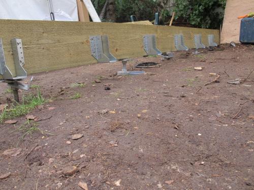 bureau de jardin sur plots b ton fondation facile. Black Bedroom Furniture Sets. Home Design Ideas