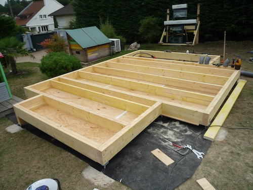 agrandissement de maison en ossature bois dalle en bois. Black Bedroom Furniture Sets. Home Design Ideas