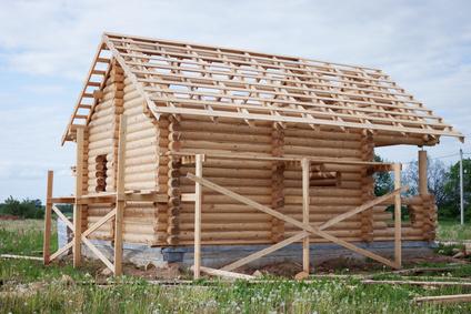 construction bois massif empile