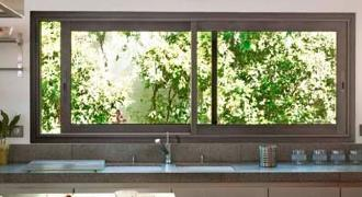Studios et bureaux de jardin avec de grandes baies vitr es for Fenetre rectangulaire