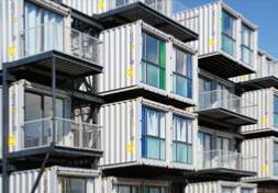 Construction de maisons avec des containers maritimes for Immeuble en container